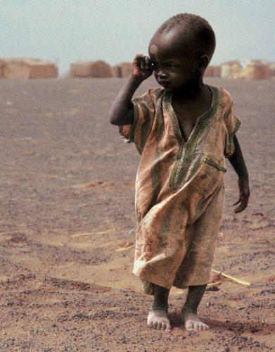 令人深思的非洲兒童飢餓